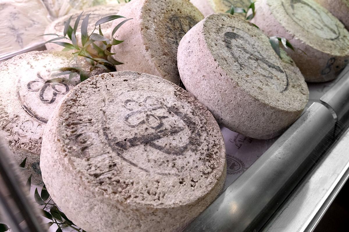 Plaisentif  formaggio delle viole